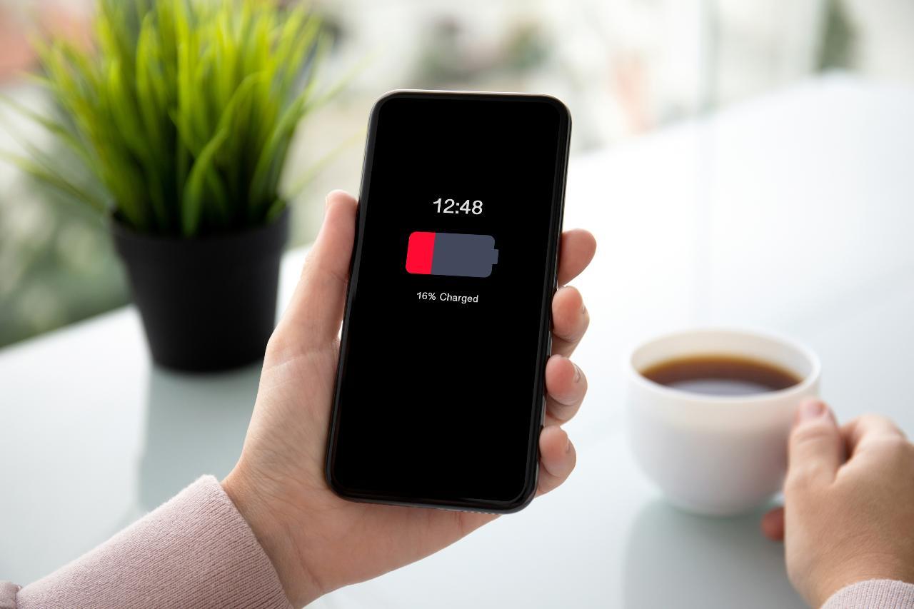 Por qué nunca debes reparar la batería de tu celular