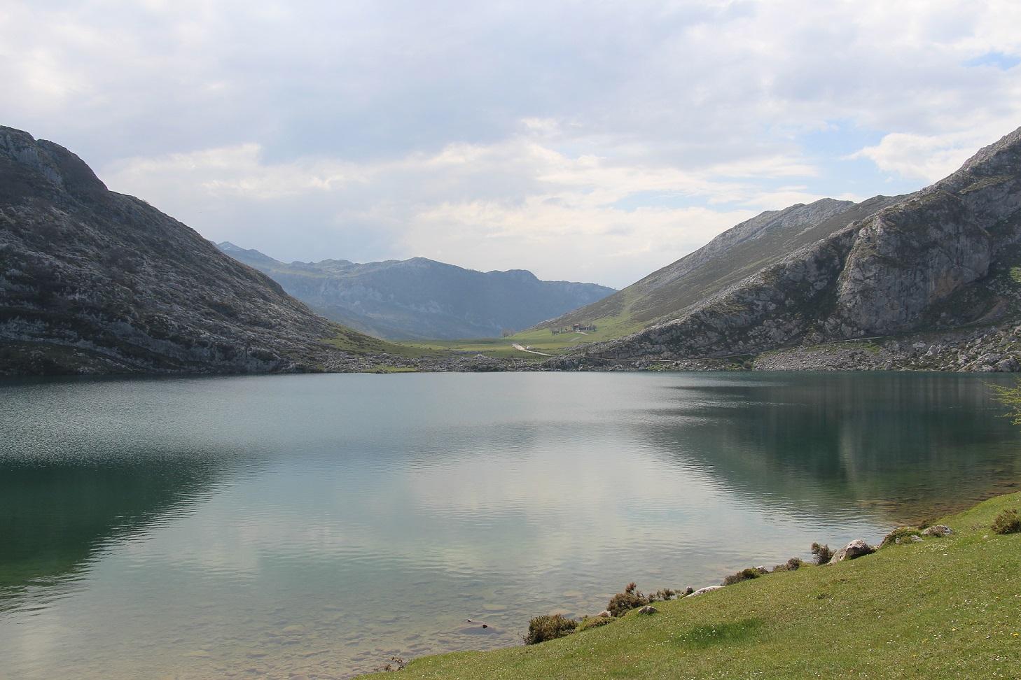 Lago Glaciar: Lago Enol (Lagos de Covadonga. Asturias)