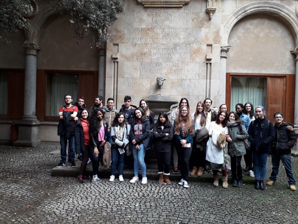"""El día 2 de marzo de 2018, los alumnos de la asignatura """"Introducción a la información y documentación """" del Grado de Información y Documentación realizaron una visita a la biblioteca del Centro Japonés de Salamanca."""