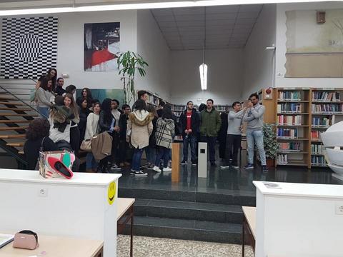 El 12 de abril los alumnos de la asignatura Servicios a usuarios en unidades de información del Grado en Información y Documentación, visitaron el Centro de Recursos, Aprendizaje e Investigación (CRAI) del Campus Ciudad Jardín, biblioteca de la Facultad de Psicología y de la Facultad de Bellas Artes.
