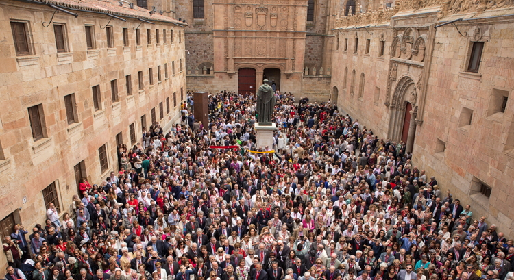 El Programa de Excelencia VIII Centenario de la Universidad de Salamanca convoca 10 becas para estudiantes de nuevo ingreso en estudios de Grado y 20 becas para estudiantes que quieran iniciar estudios de Máster Oficial.