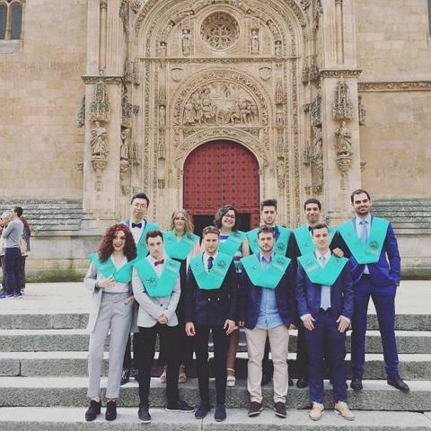 La promoción del Grado en Información y Documentación 2014-2018 celebró su acto de despedida de cuatro años de formación conjunta y convivencia. La ceremonia de graduación es el momento para compartir con amistades y familiares la alegría de haber finalizado los estudios universitarios.