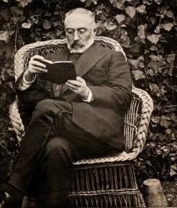 Miguel Unamuno leyendo