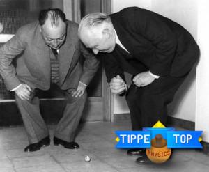 Pauli y Bohr observando un TippeTop